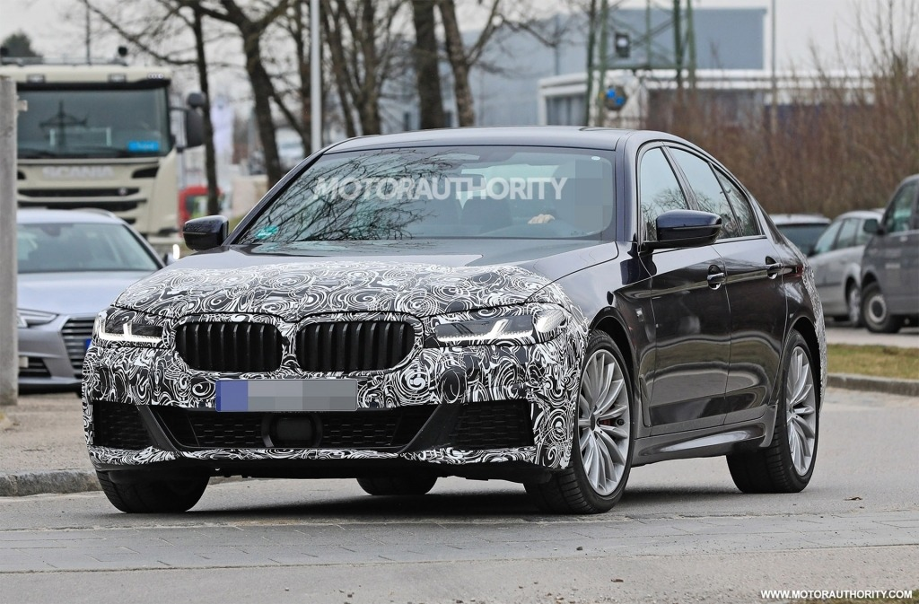 2022 BMW 5 Series Pictures